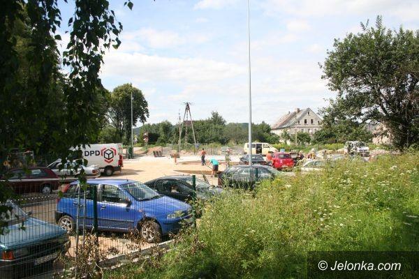 JELENIA GÓRA: Nowy parking przy WORD–zie z poślizgiem
