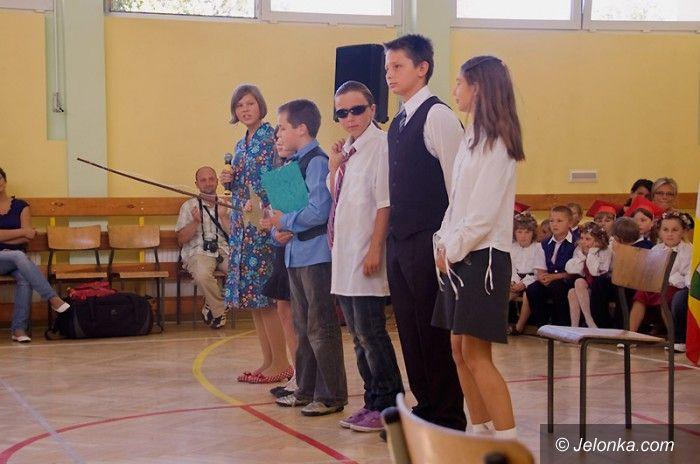 """JELENIA GÓRA: Rok szkolny """"wystartował"""" oficjalnie"""