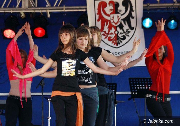 JELENIA GÓRA: Muflon kusi tańcami, śpiewem i muzyką
