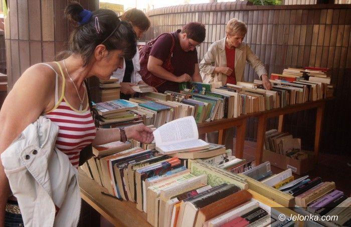 JELENIA GÓRA: Różne lektury za grosik