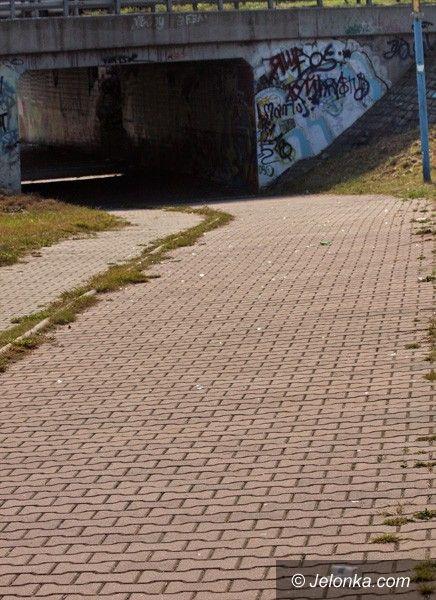 JELENIA GÓRA: Szklane pułapki dla rowerzystów