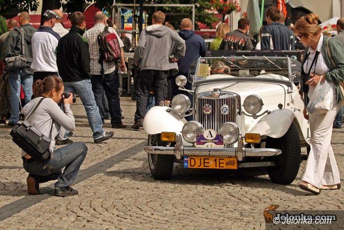 JELENIA GÓRA: Pojazdy z duszą na Placu Piastowskim