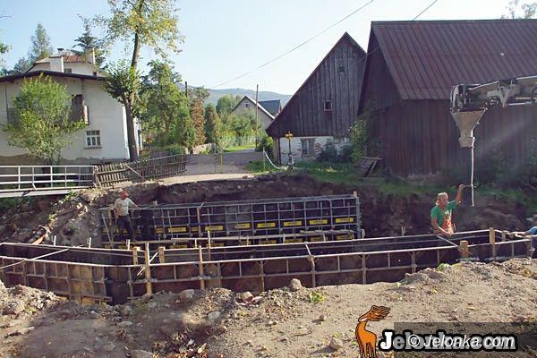 REGION: Odbudowa mostu trwa
