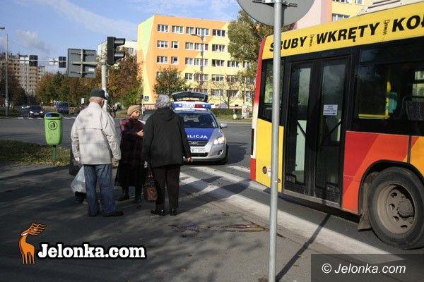 JELENIA GÓRA: Kobieta pod kołami autobusu MZK