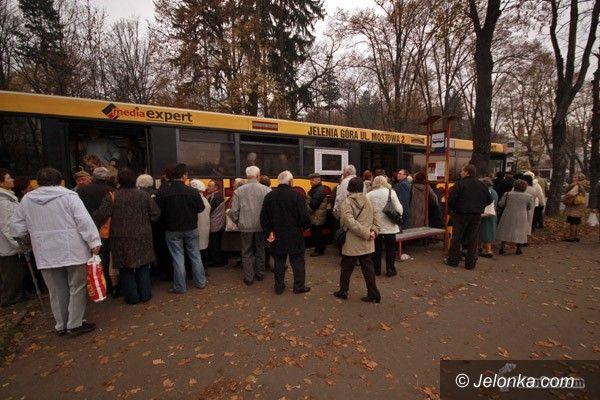 JELENIA GÓRA: Na cmentarze autobusami