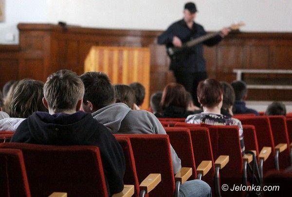 Jelenia Góra: Przez muzykę ku przestrodze