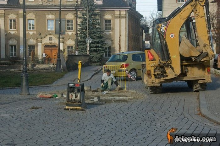 JELENIA GÓRA: Plac Piastowski na spóźnionej gwarancji
