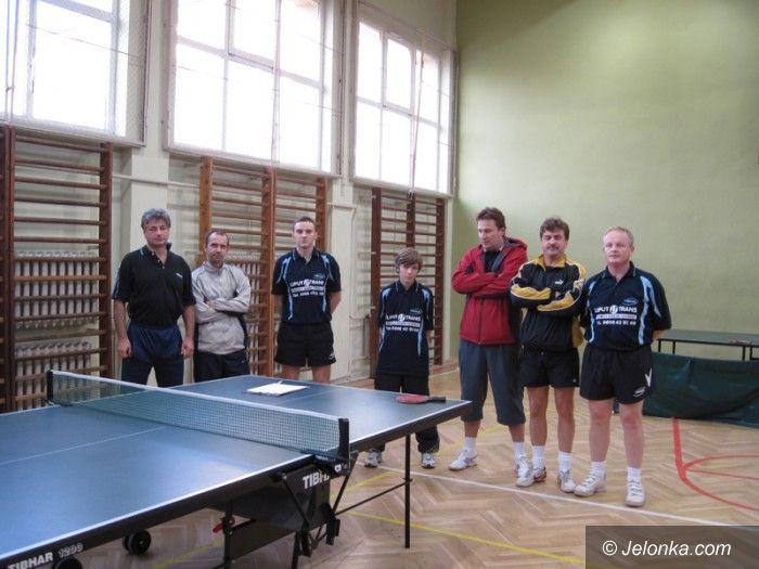Lwówek Śląski: Zacięty mecz tenisistów stołowych