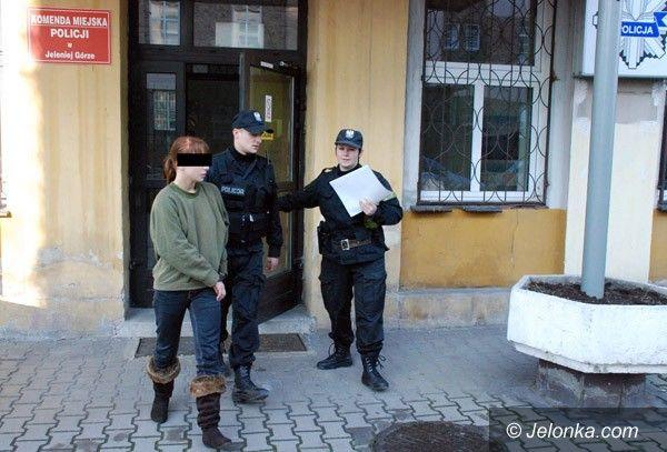 JELENIA GÓRA: Noc w celi za znieważenie policjantów
