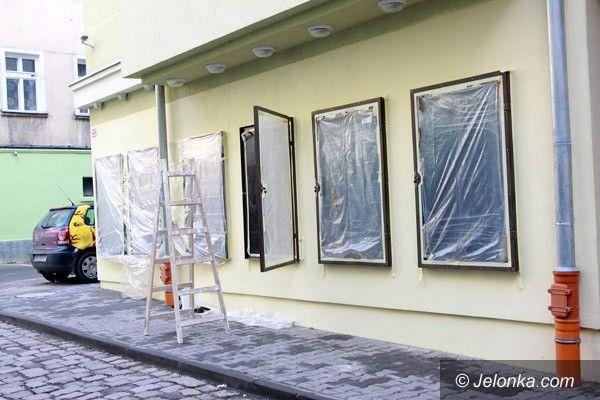 Jelenia Góra: Galeria na murze