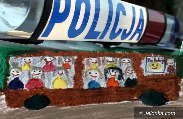 JELENIA GÓRA: Na sygnałach za autobusem z maluchami