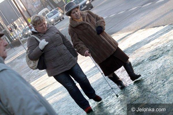 JELENIA GÓRA: Ślizgawica na chodnikach