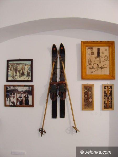 SZKLARSKA PORĘBA: Narty retro i statuetka dla Biegu Piastów