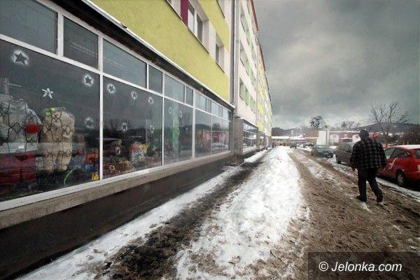 JELENIA GÓRA: Kopernika w zwałach śniegu
