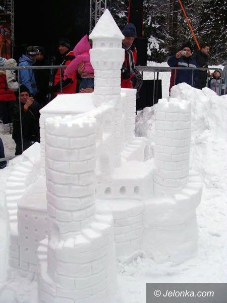 SZKLARSKA PORĘBA: Wyrzeźbili cuda ze śniegu