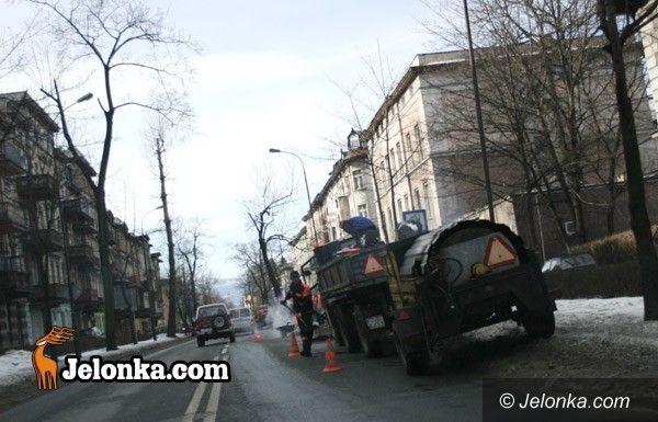 JELENIA GÓRA: Slalom po dziurawych ulicach