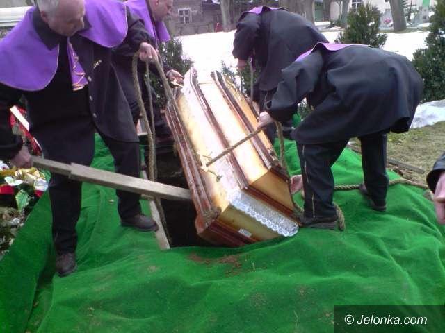 JELENIA GÓRA: Pogrzeb jak z koszmaru