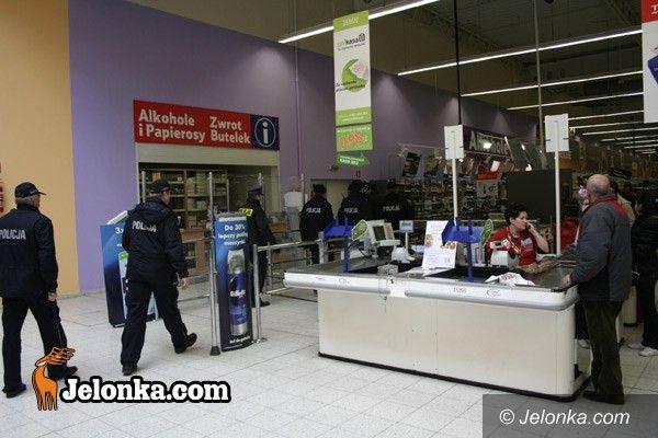 JELENIA GÓRA KRAJ: Ładunek w markecie?