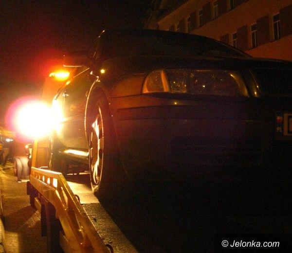 JELENIA GÓRA: Pijany taksówkarz staranował skodę