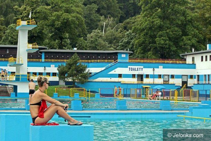JELENIA GÓRA: Pompowanie kasy w basen
