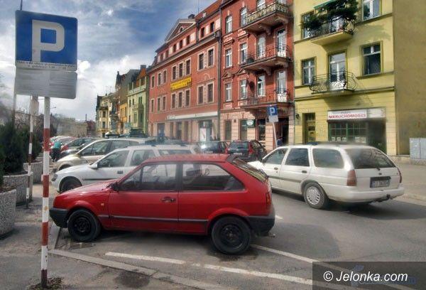 JELENIA GÓRA: Parkomaty dopiero jesienią