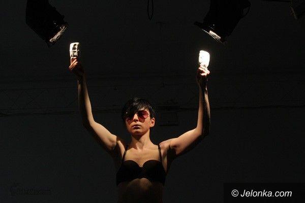JELENIA GÓRA: Siła ciała performera