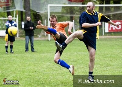 Jelenia Góra: Służby Ratujące Życie zagrały w piłkę nożną