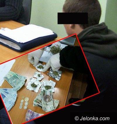 REGION: Narkotyki nosił na szyi