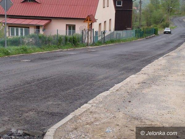 REGION: Kto załata powiatowe drogi