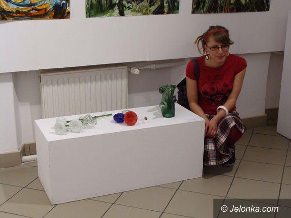 SZKLARSKA PORĘBA: Młodzi artyści oraz ich dzieła