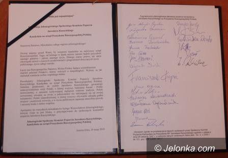 JELENIA GÓRA: Popierają Jarosława Kaczyńskiego