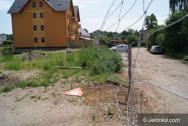 JELENIA GÓRA: Spór o drogę przy budowie