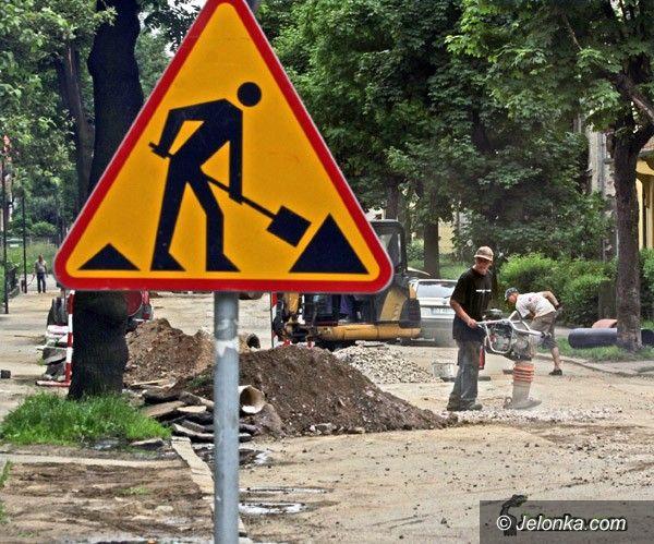 JELENIA GÓRA: Uciążliwy remont ulicy Wyczółkowskiego