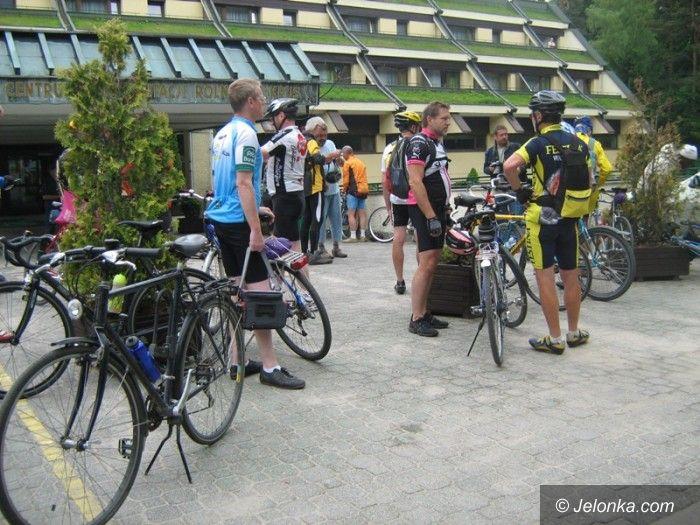 Szklarska Poręba: Pocztowcy podziwiają trasy wokół Szklarskiej Poręby