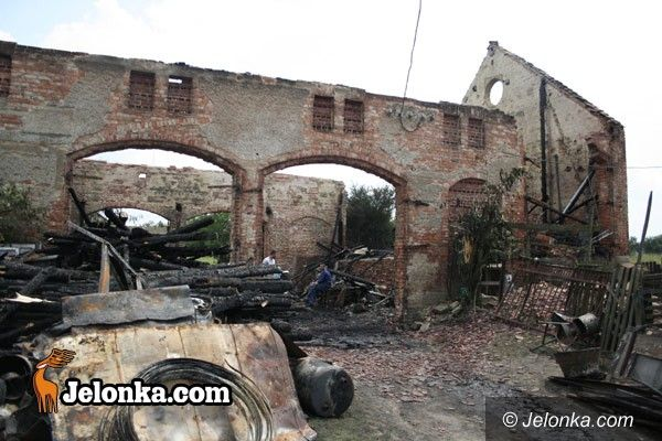 JELENIA GÓRA: Spłonęła stodoła z maszynami