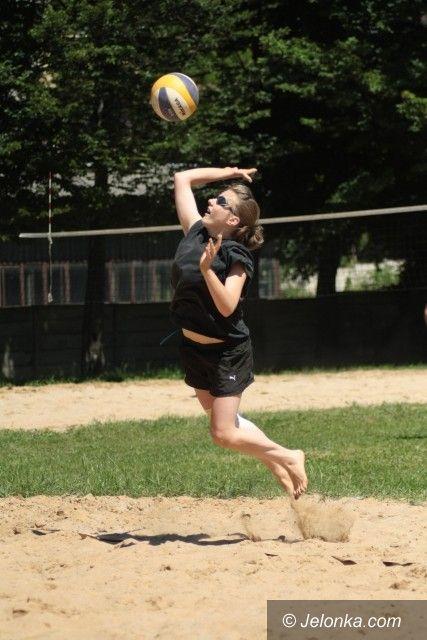 Jelenia Góra: Drugi dzień turnieju siatkówki plażowej