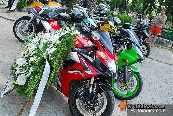 ŚWIEBODZICE: Asfaltu wstęga pusta znów – pożegnanie motocyklisty