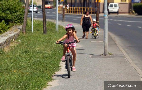 JELENIA GÓRA: Przez wyrwy i dziury rowerem do Cieplic