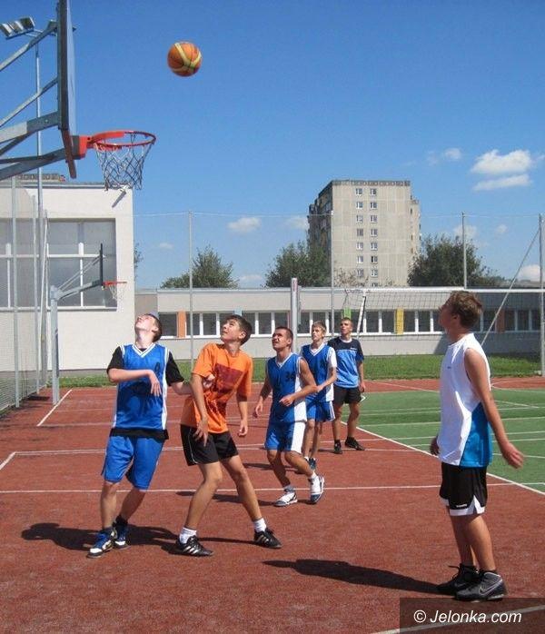 Jelenia Góra: Pierwszy dzień turnieju koszykarskich trójek