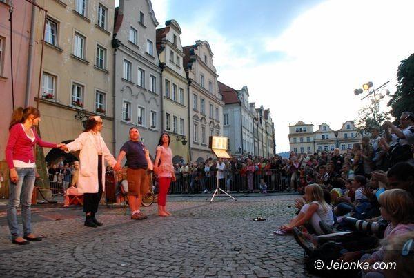 JELENIA GÓRA: Teatry uliczne: najlepsze na koniec