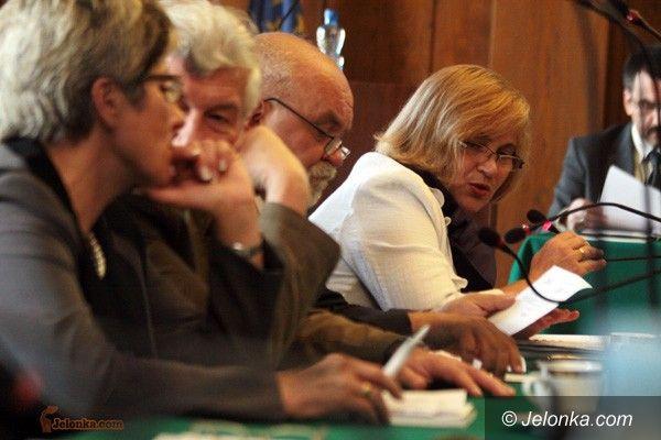 JELENIA GÓRA: Sesja po burzy politycznej
