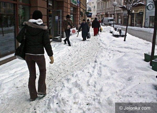 JELENIA GÓRA: 80 złotych za odśnieżanie chodników. Będzie referendum?