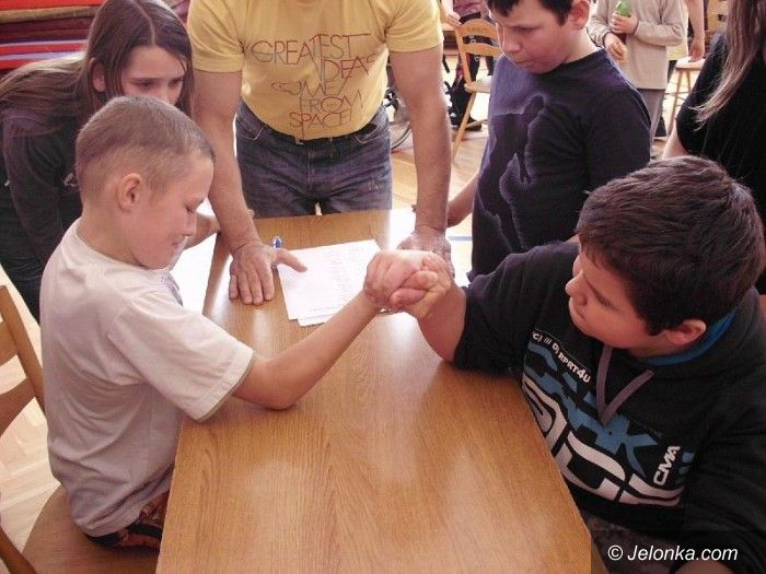Jelenia Góra: Zawody armwrestlingu w SP 8, kto najsilniejszy?