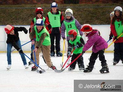 """Jelenia Góra: Inauguracja """"Ferii z MOS–em"""", na start zabawy na lodowisku"""