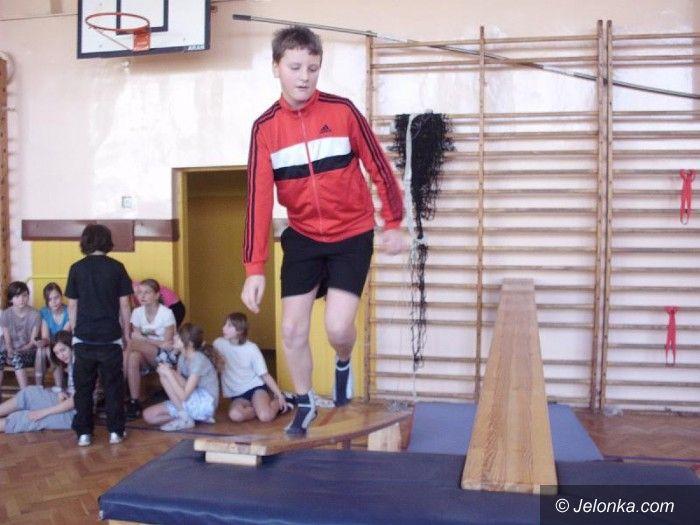 Jelenia Góra: Uczniowie SP 8 rywalizowali w trójboju sprawnościowym – fotorelacja