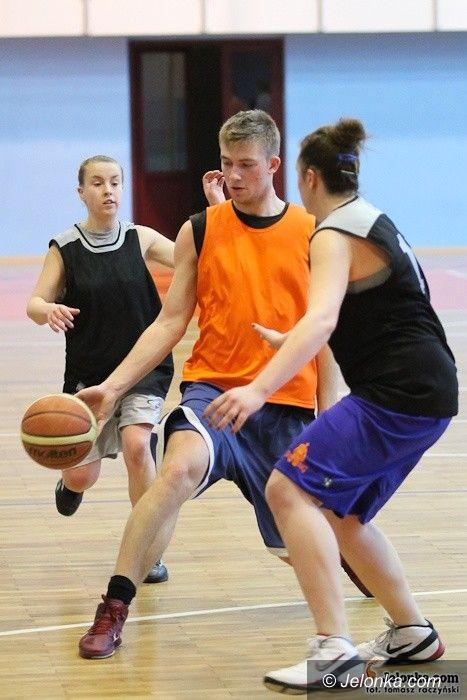 Jelenia Góra: Koszykarze amatorzy rozegrali 3. kolejkę MOS Sudetów Basket Ligi
