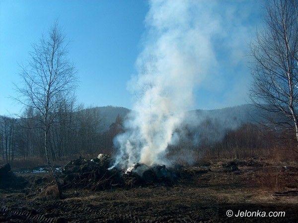 PIECHOWICE: W Piechowicach palą śmieci! ZUK bezkarny