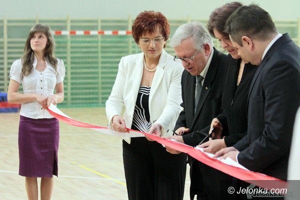 JELENIA GÓRA: Sala sportowa przy kampusie otwarta oficjalnie. Żywy pomnik pamięci