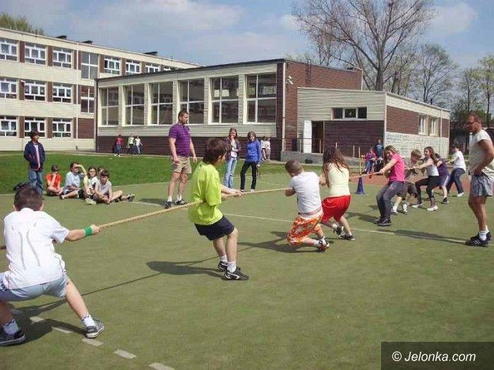 Jelenia Góra: Po raz pierwszy w historii szkoły przeciągali linę