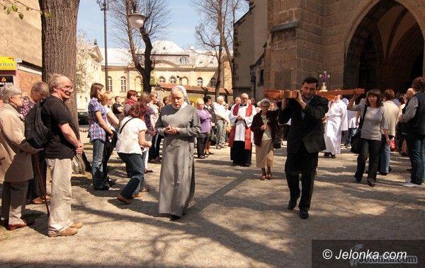 JELENIA GÓRA: Sacrum w codzienność wplątane. Droga Krzyżowa na ulicach